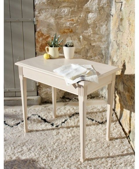 Petite table ancienne nude
